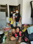 """28-11-2020 """"华总紧急救灾组"""" 捐助粮食,生活用品,予居住在古晋橡胶路一户贫困家庭。"""
